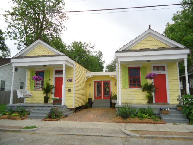 v i s u a l * v a m p *: Two Houses Made Into One Fabulous Home