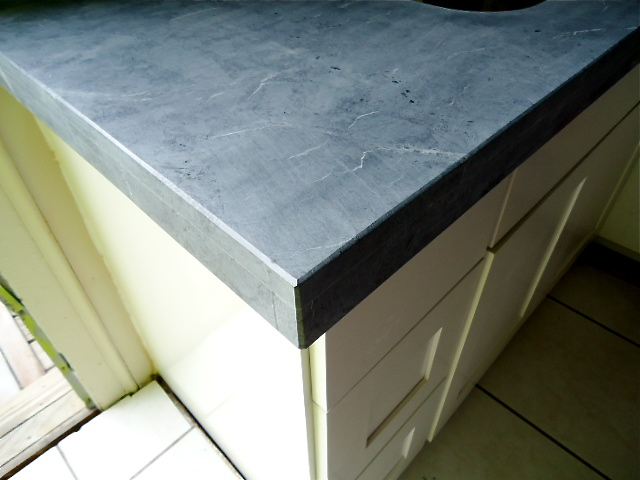 Countertop Material That Looks Like Soapstone : She had them laminate the edges to 2 1/2